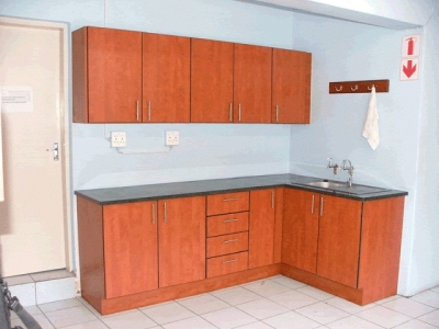 Herchris creations kitchen cupboards pretoria cylex for Kitchens centurion