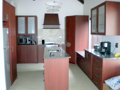 Cupboards in a nutshell cape town cylex profile for Kitchen doors cape town
